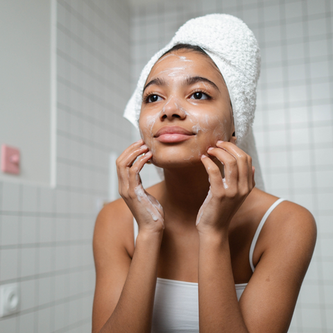 Daily Skin Routine - How to use a face cleanser by Beauty Mixtress™