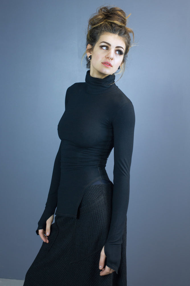 Size 6 Estrid turtleneck