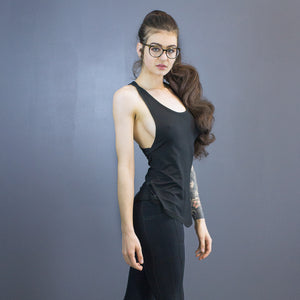 Size 4 Isolde curved hem tank, black