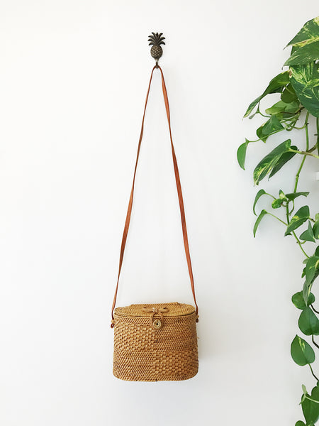Oval Shoulder Basket
