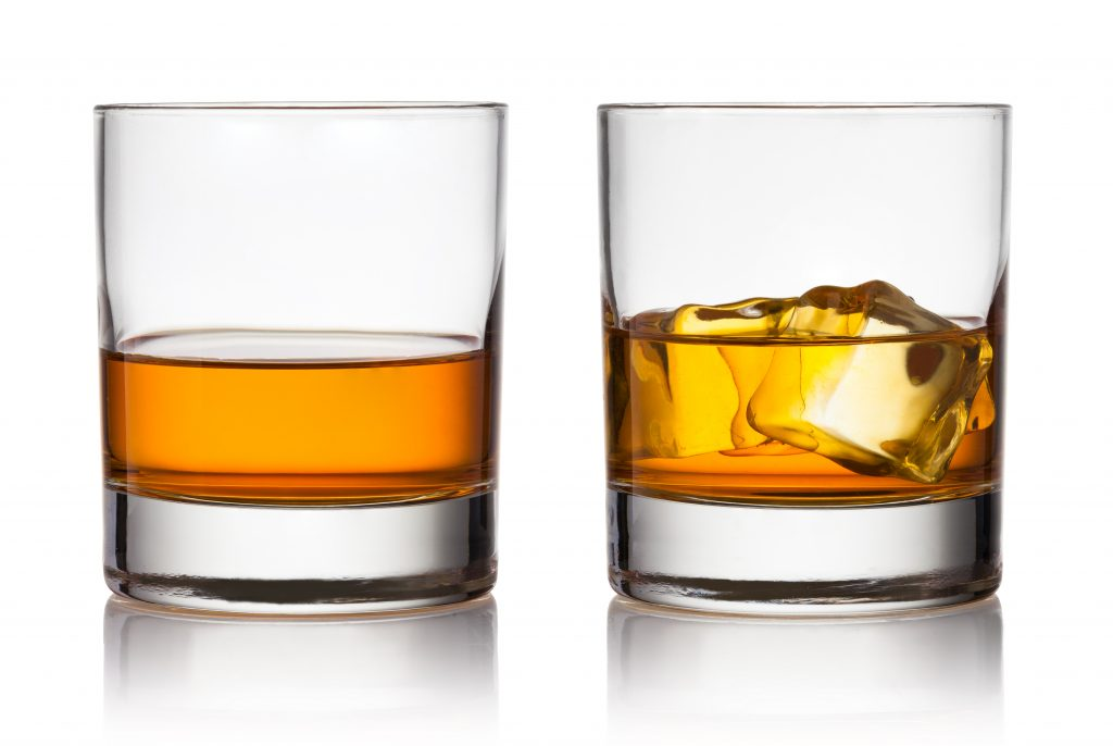 A neat drink vs a drink on the rocks - Image by Hearthstone