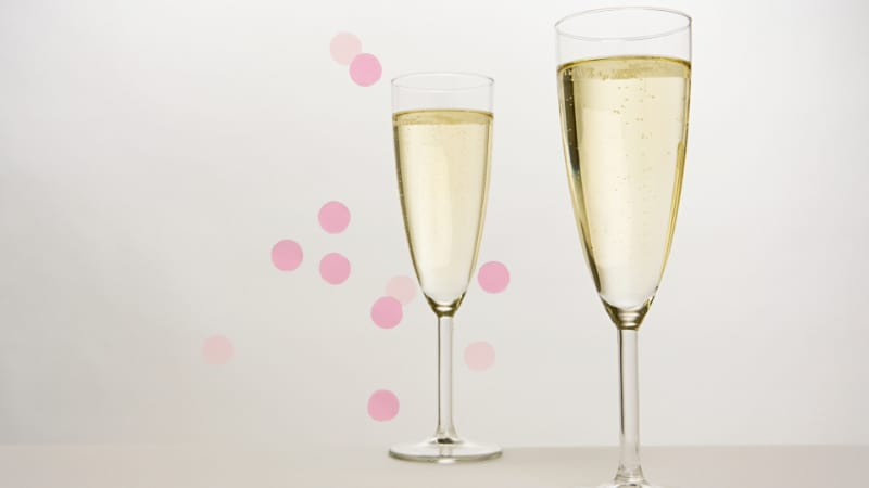 2 Champagne flutes filled with Champagne