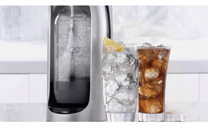 Soda maker with two glasses