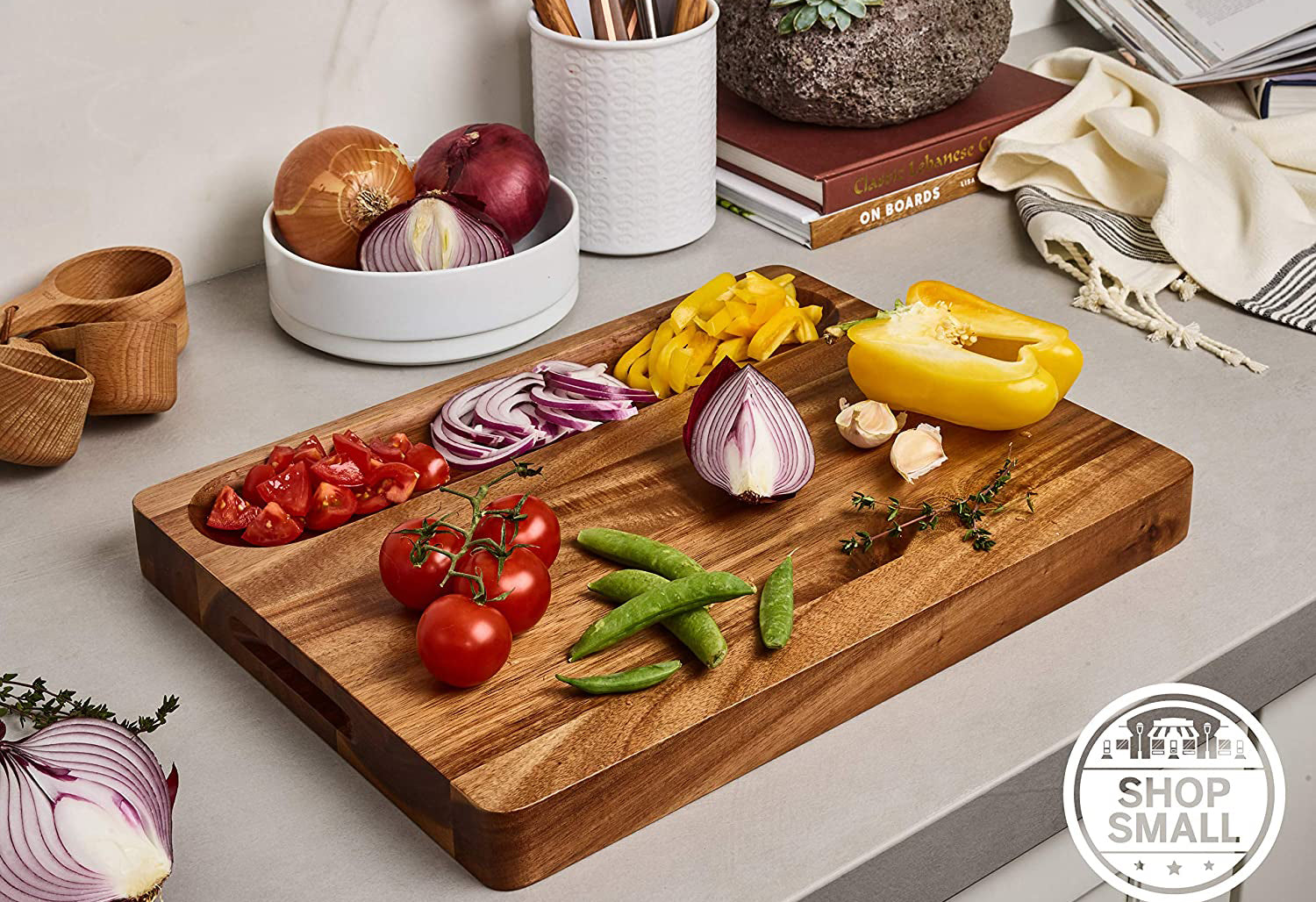 Sonder Los Angeles, Large Multipurpose Sustainable Acacia Wood Cutting Board