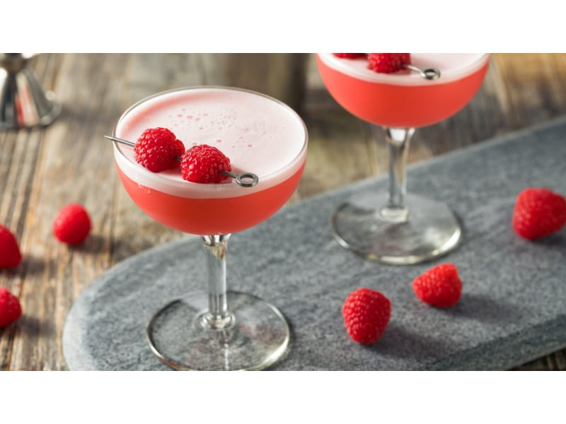 Light red drink with raspberries