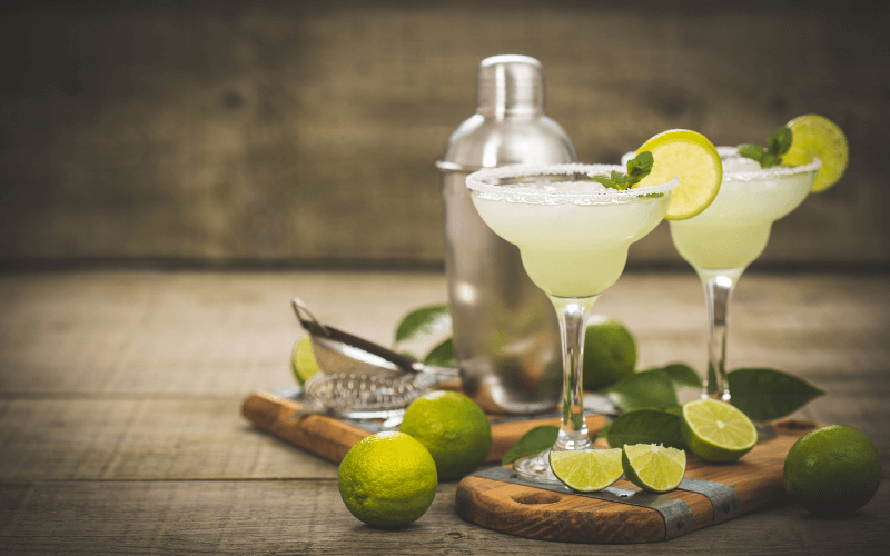 A glass of margarita with lime