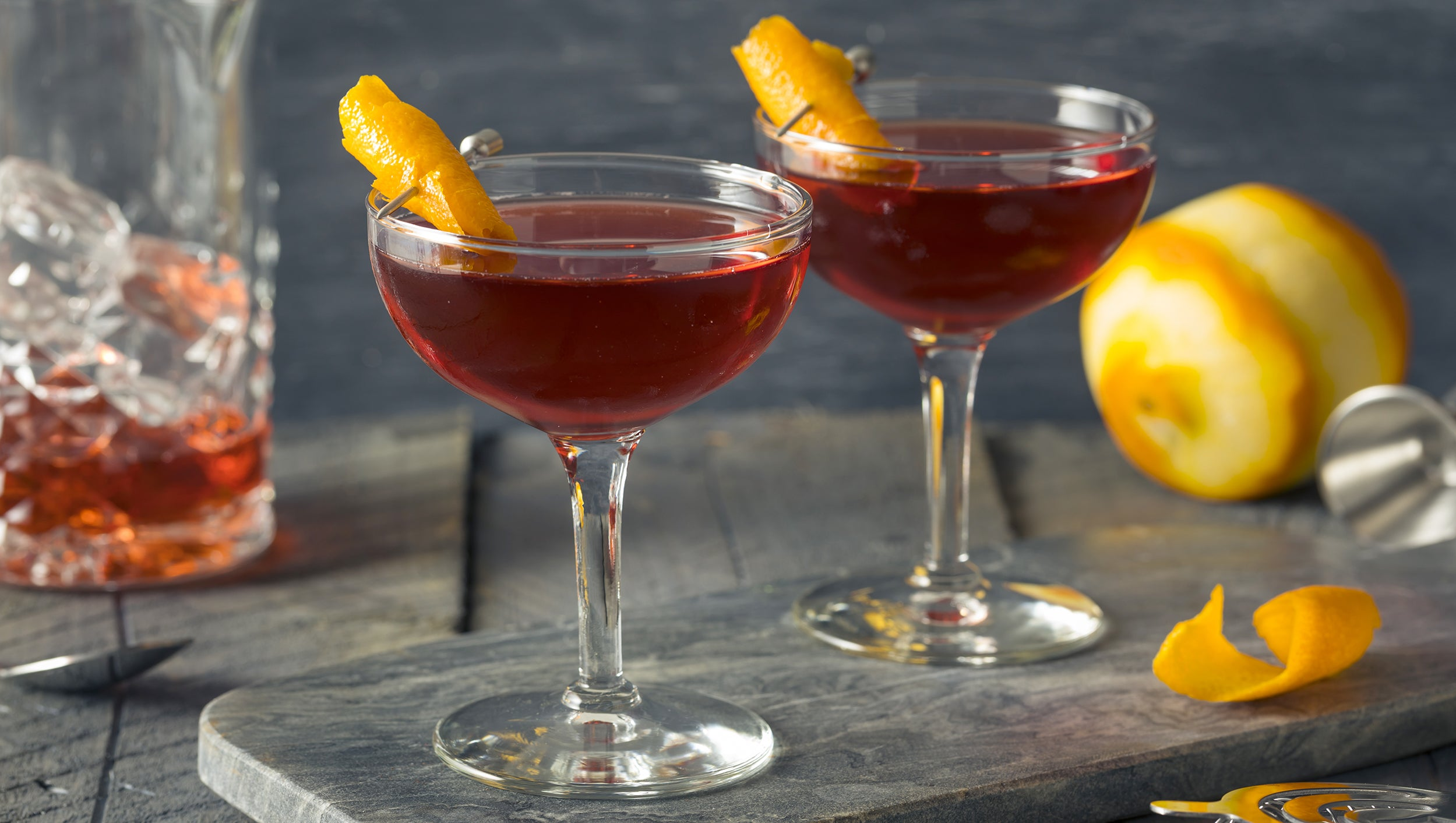A Complete Guide To Citrus Garnishes : Advanced Mixology