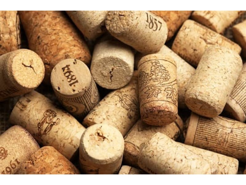 Different types of wine corks