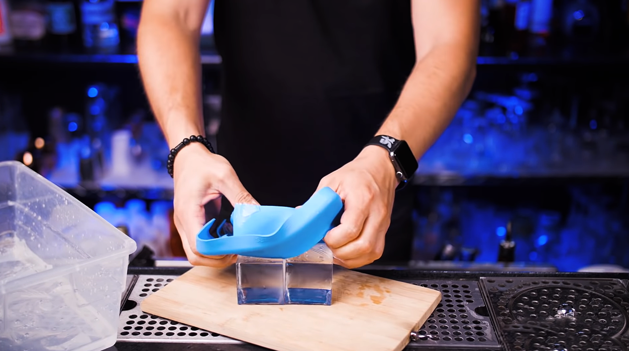 Ice Mold Method: How to Make Clear Ice [Image by Vlad SlickBartender]