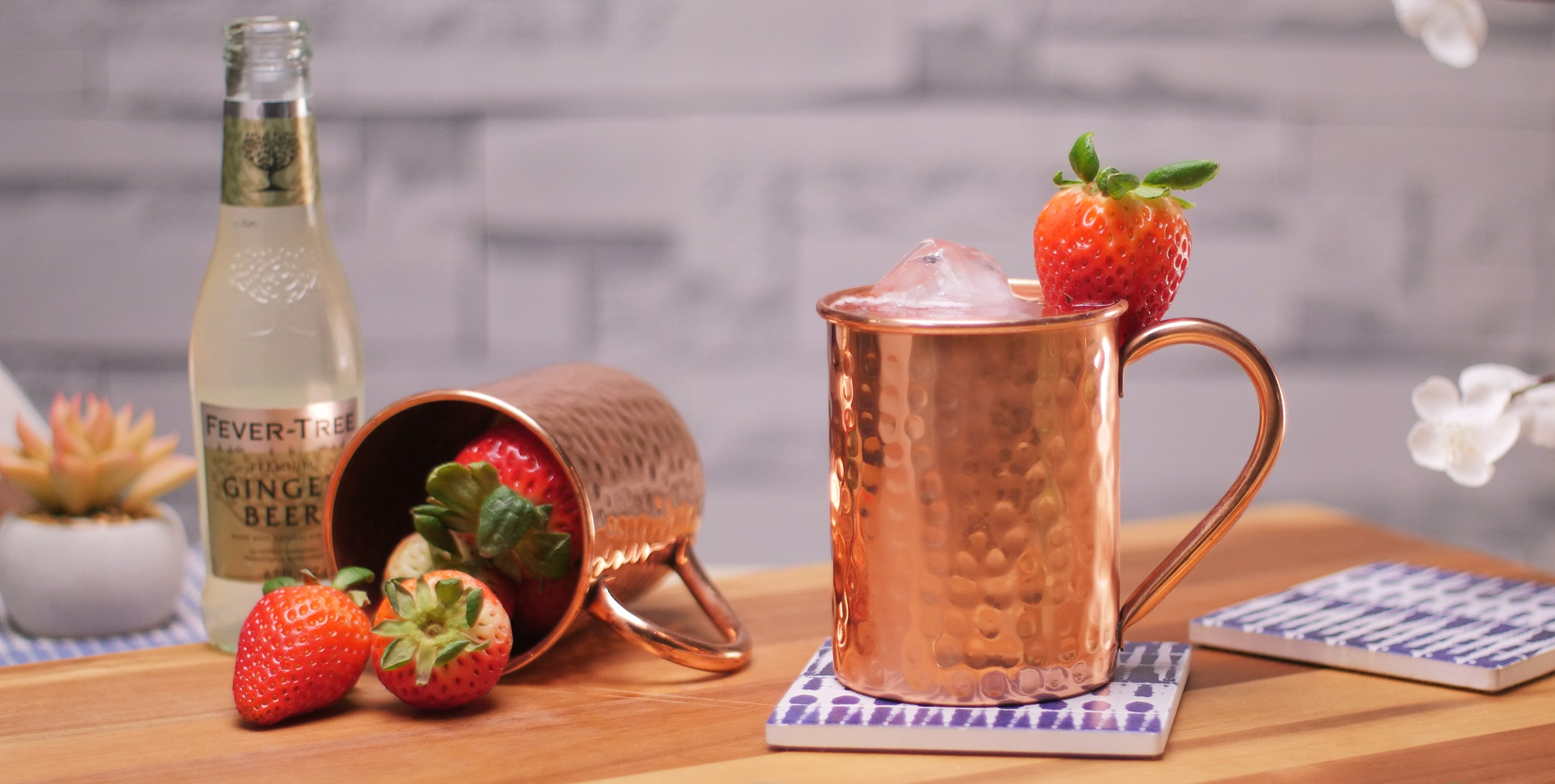 Straw-scow Mule (Strawberry Moscow Mule Recipe)