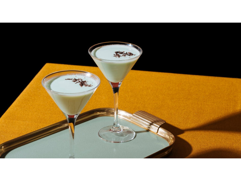 Two glasses of Grasshopper Cocktail in a tray