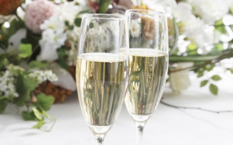 Two glasses of champagne in a flowery background