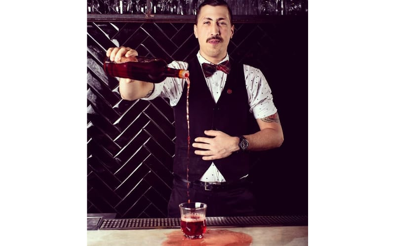 Heitor Marin pouring liquor into the glass