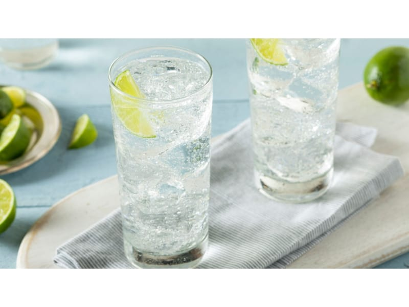Two glasses of soda water with lemon wedges