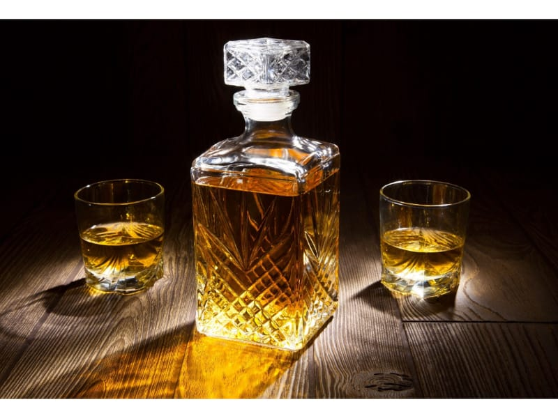 Whiskey decanter and whiskey glasses