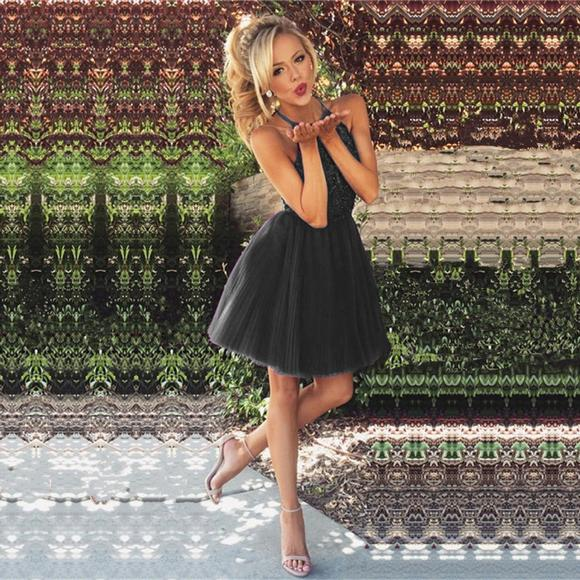 Black Straps Tulle Pleats Short Homecoming Dresses