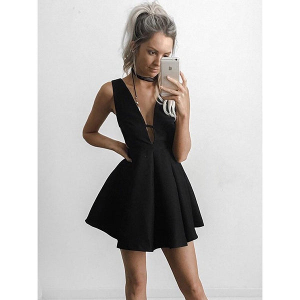 Black Deep V-neck Pleats Short Homecoming Dresses