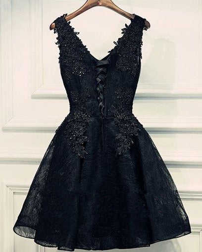 Black Lace V-neck Beading Homecoming Dresses with applique