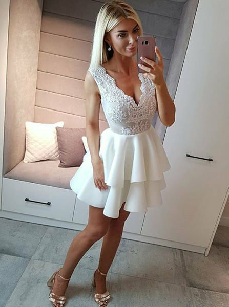 White V-neck Tiered Short Homecoming Dresses With Applique