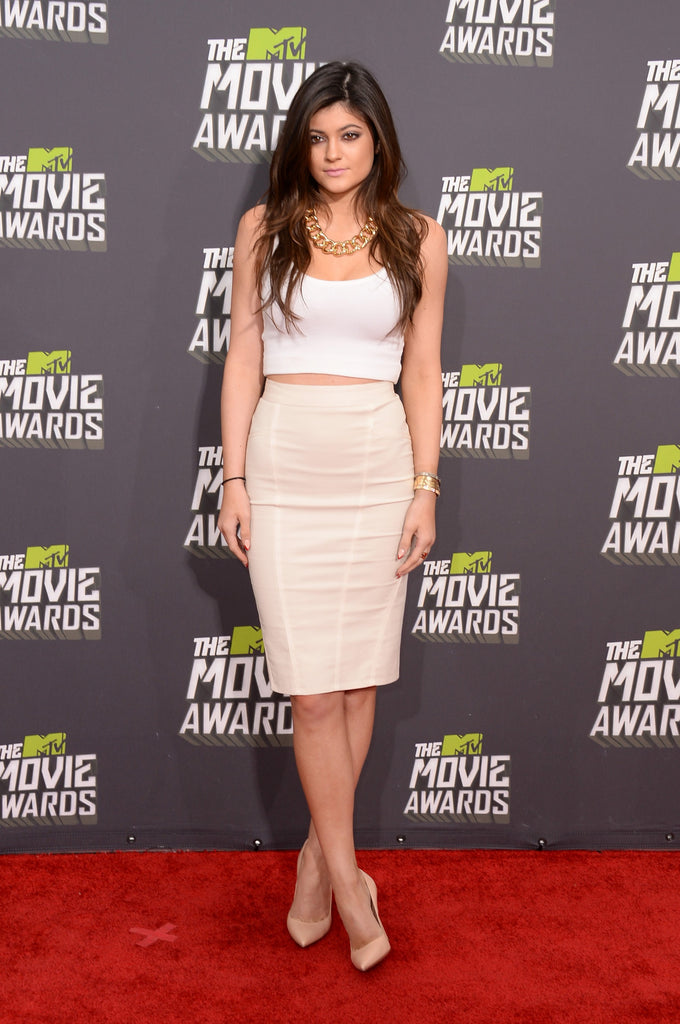Kylie Jenner White Dress Two Piece Knee length Round Neck Prom Celebrity Dress MTV Movie Awards Red Carpet