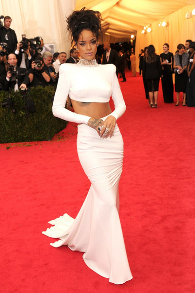Rihanna White Bodycon Dress Two Piece Beading Choker Neck Open Back Celebrity Evening Dress Met Gala Red Carpet