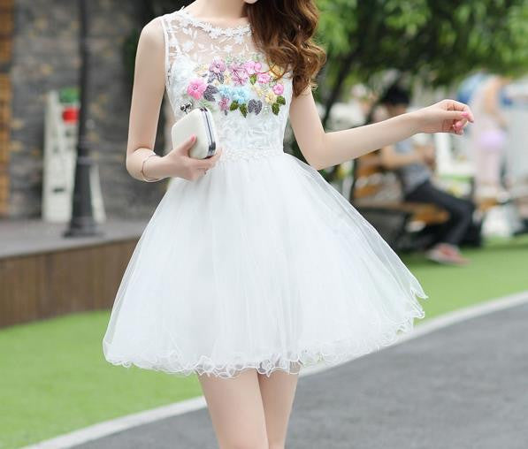 White Appliques Strapless Short Homecoming Dress