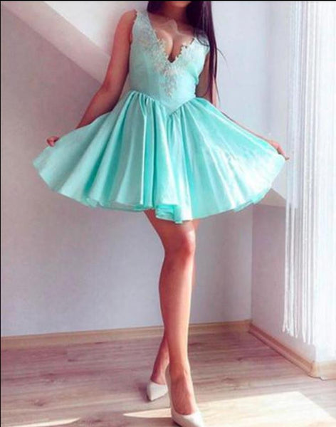 Green V Neck Lace Short Homecoming Dress