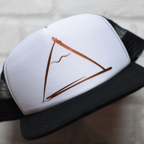 Mini mountain design trucker hat