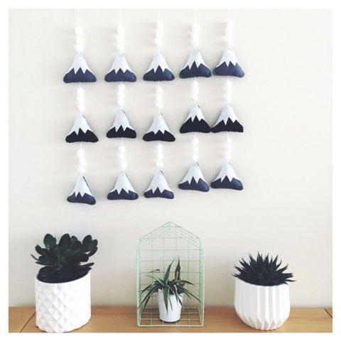 Mini mountain snow drop decorative garland