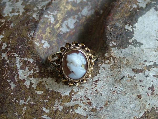 Vintage and Preloved 9ct Gold Cameo Ring
