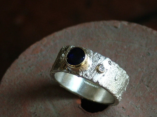 Rivda Ring with Blue Sapphire and Diamond