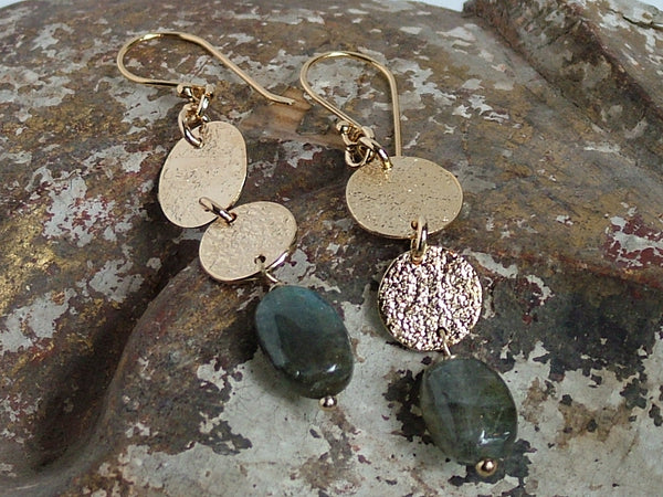 Harmonia Earrings with Labradorite Pebble