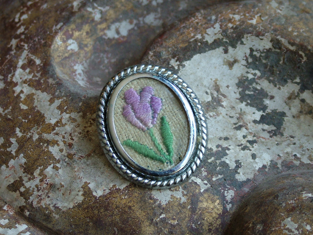 Vintage and Preloved Framed Flower Brooch
