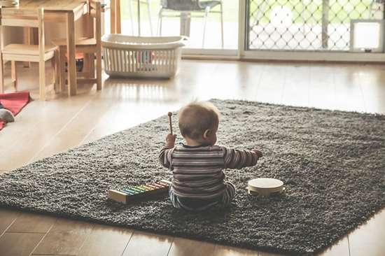 Toddlers development through Music - Montessori benefits