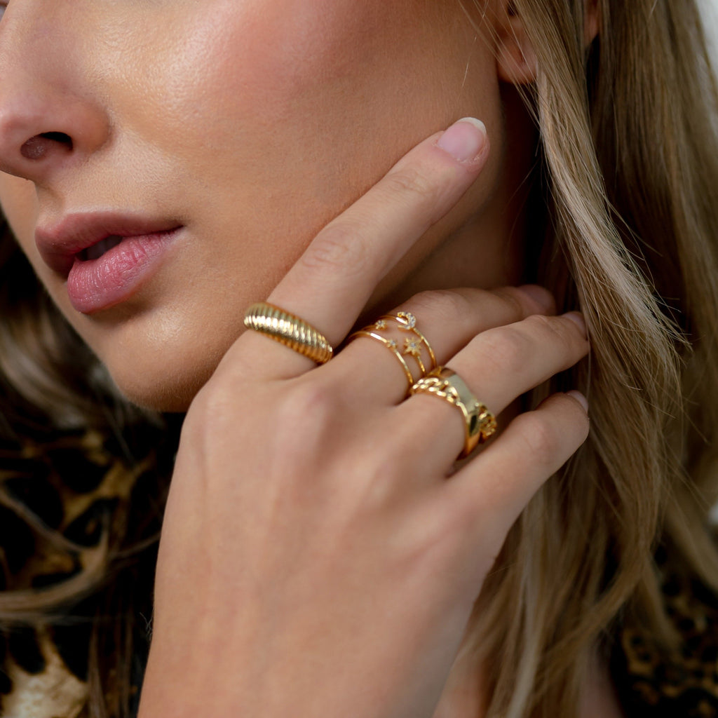 Gold Band and Chain Ring JEWELRY The Sis Kiss