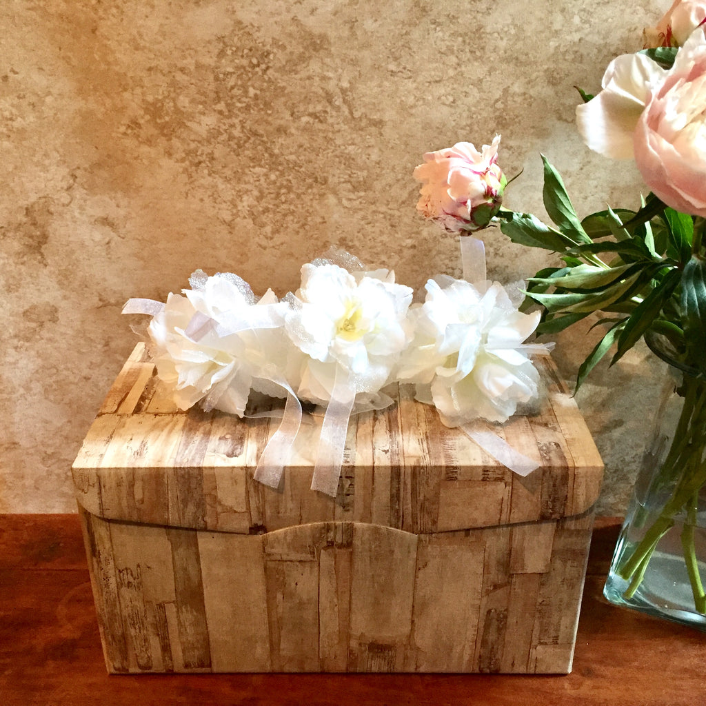 Cheers to the Newlyweds! Gift box