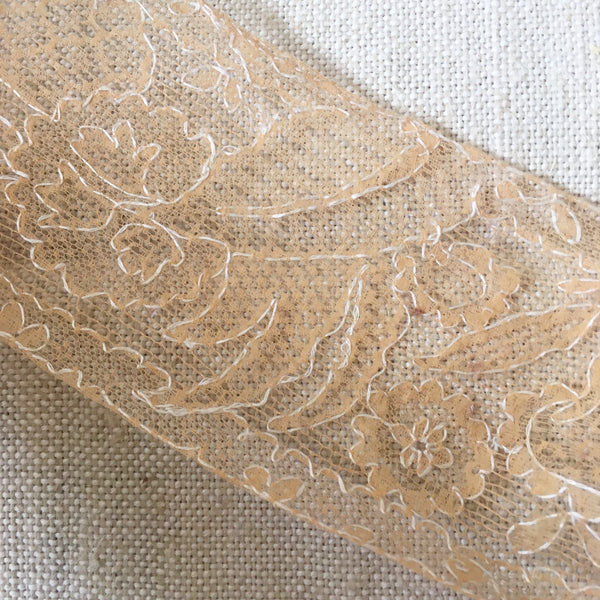 4 metres of pretty vintage lace