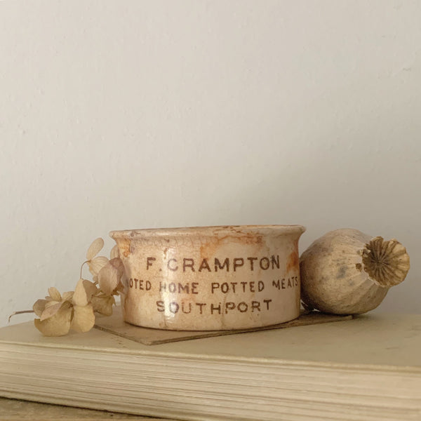 Cramptons Vintage Pot Candle in Black Tea & Jasmine