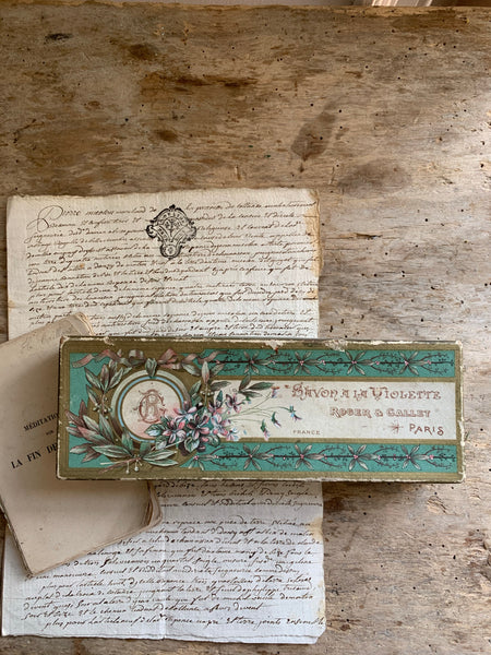 Beautiful French Vintage Violet Soap Box (Roger & Gallet)