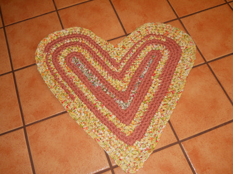 Super Easy Rag Rug Heart Tutorials
