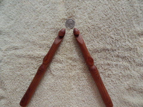 "16 mm ""Q"" Ergonomic Cedar Rag Rug Crochet Hook"