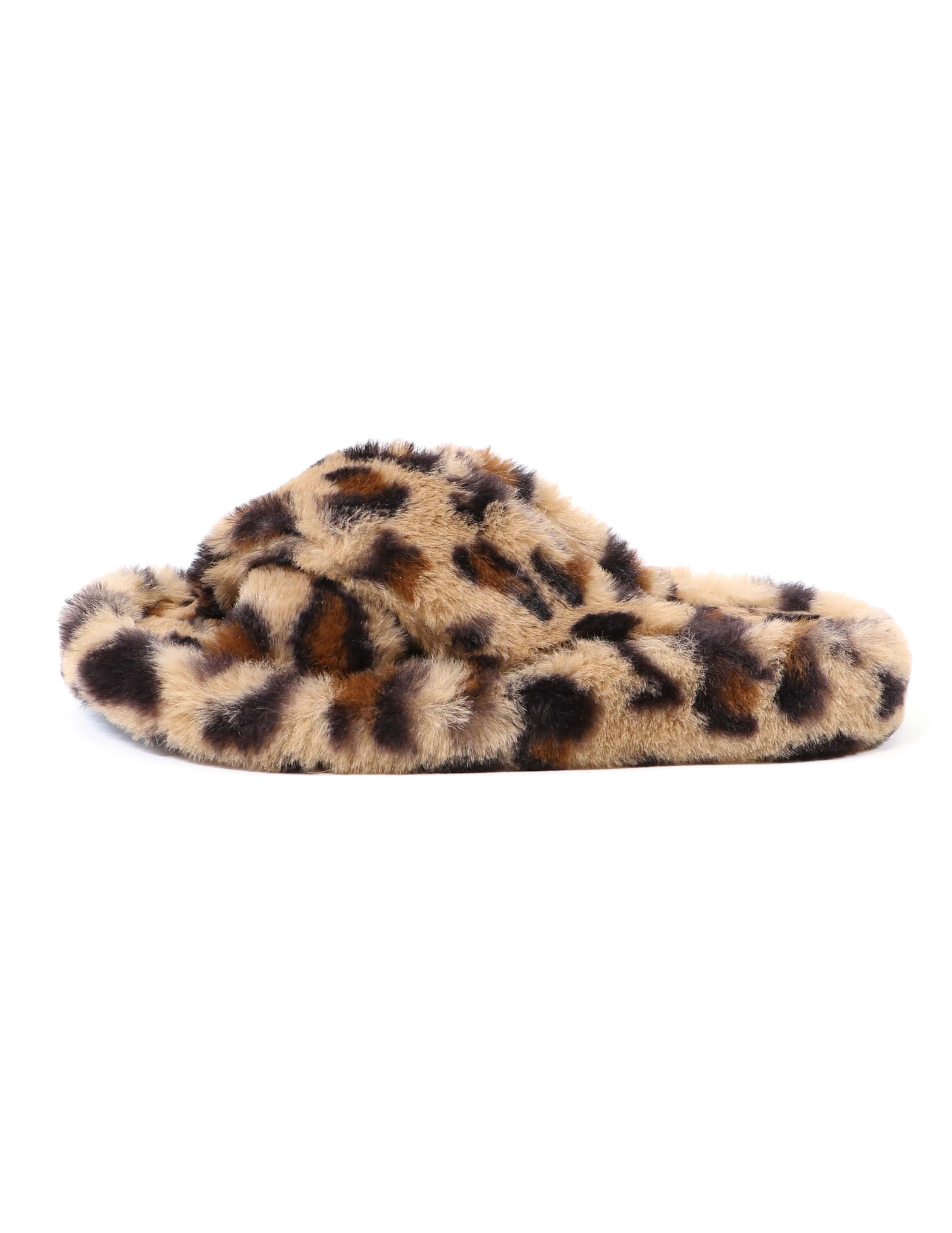 Single cheetah comfy fur days soda slipper on white background