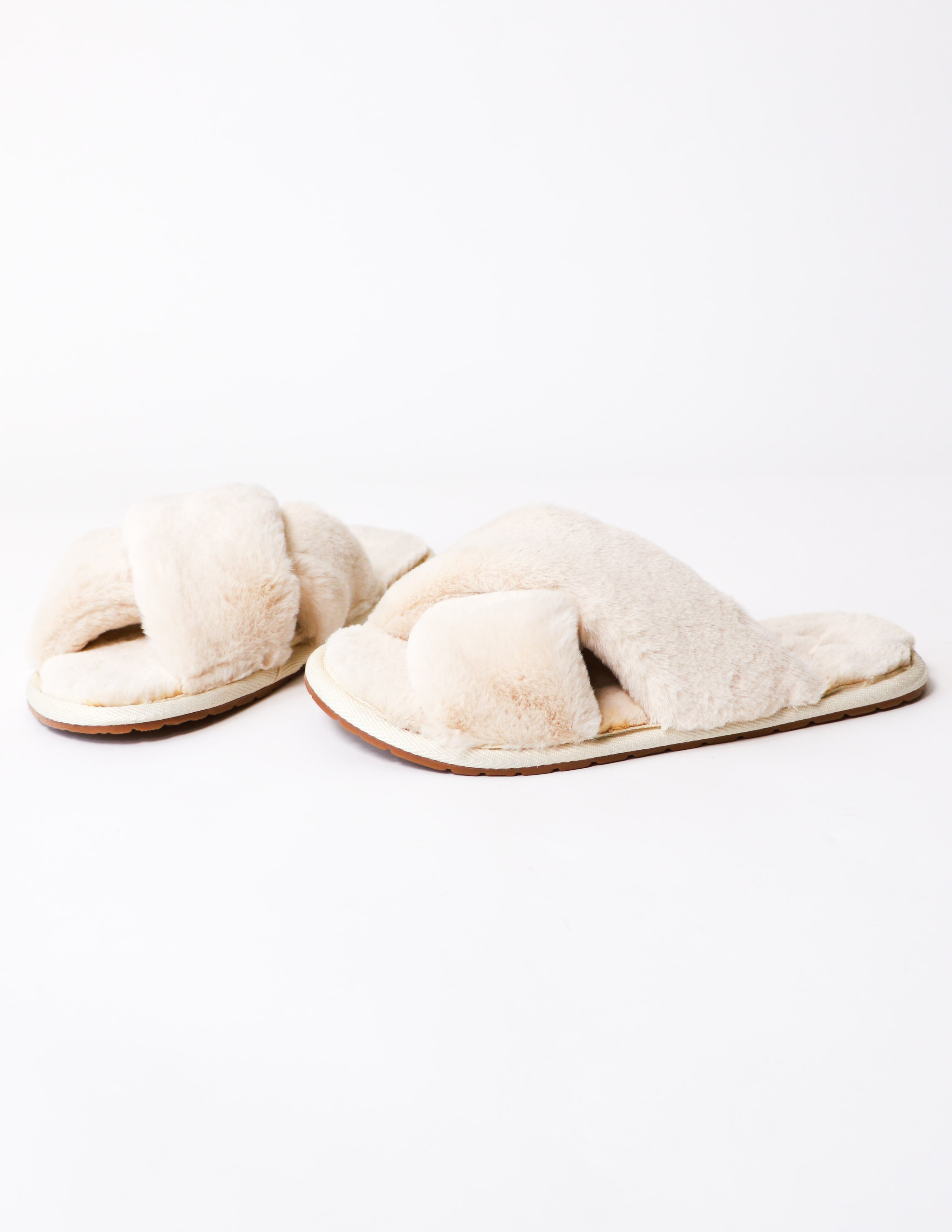 Fur the dreamers slipper in beige with criss cross straps and rubber sole