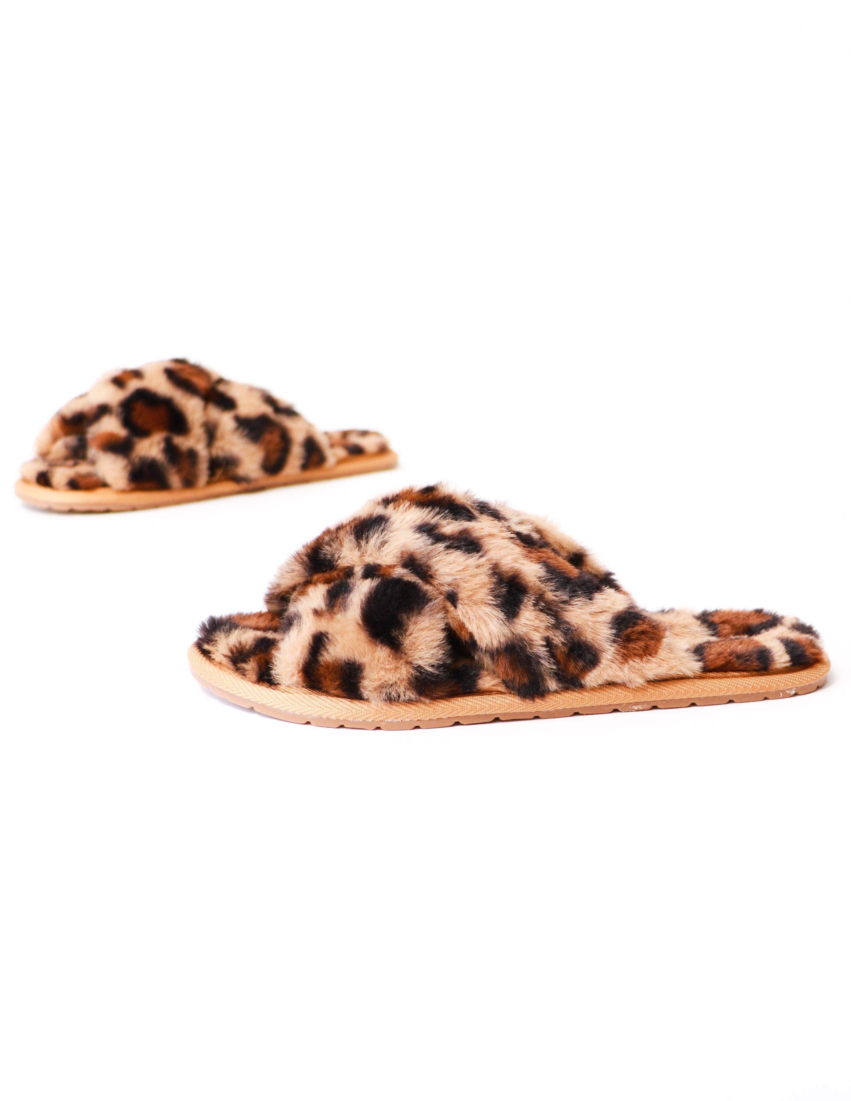 Fluffy leopard fur the dreamers slipper on white background - elle bleu shoes