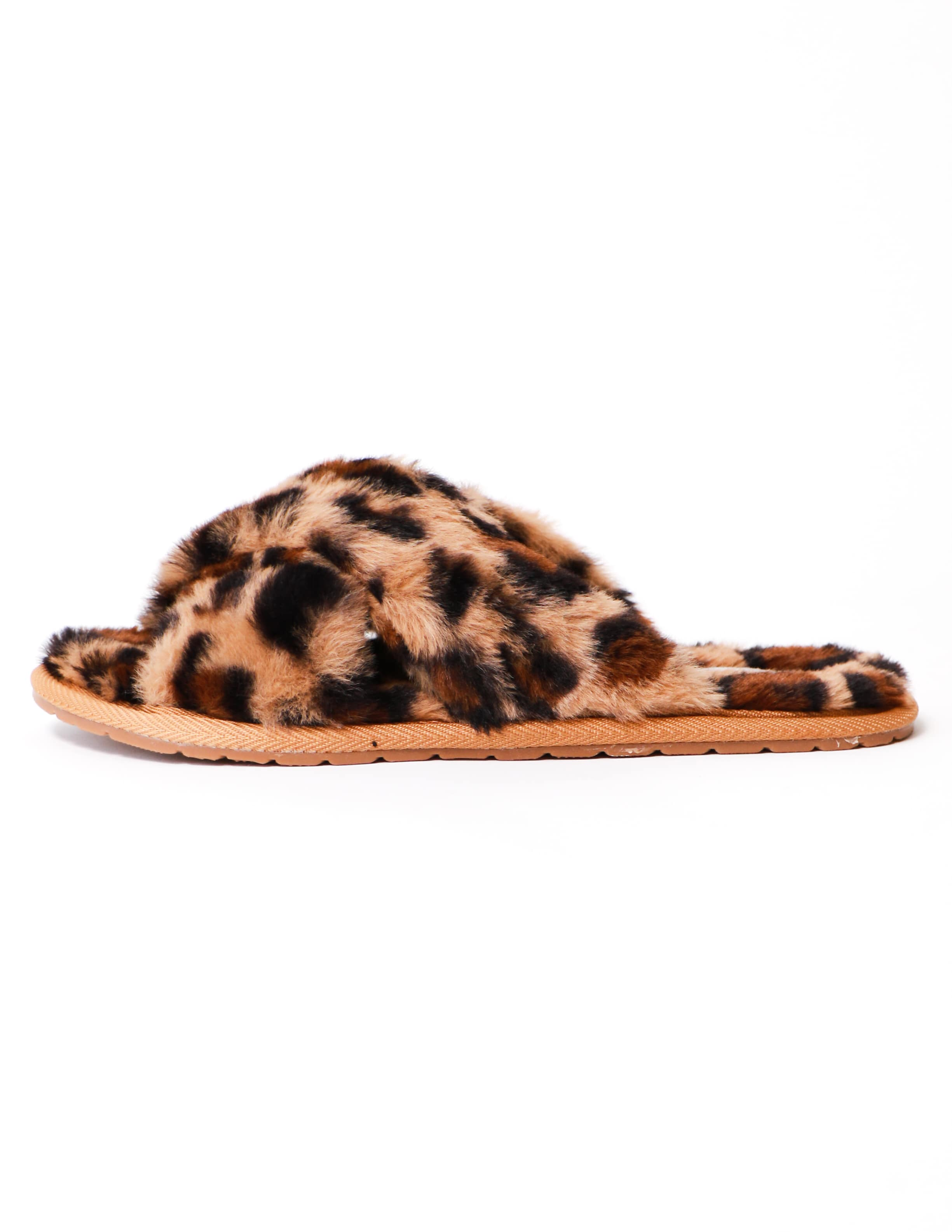 Leopard fur the dreamers slipper on white background - elle bleu shoes