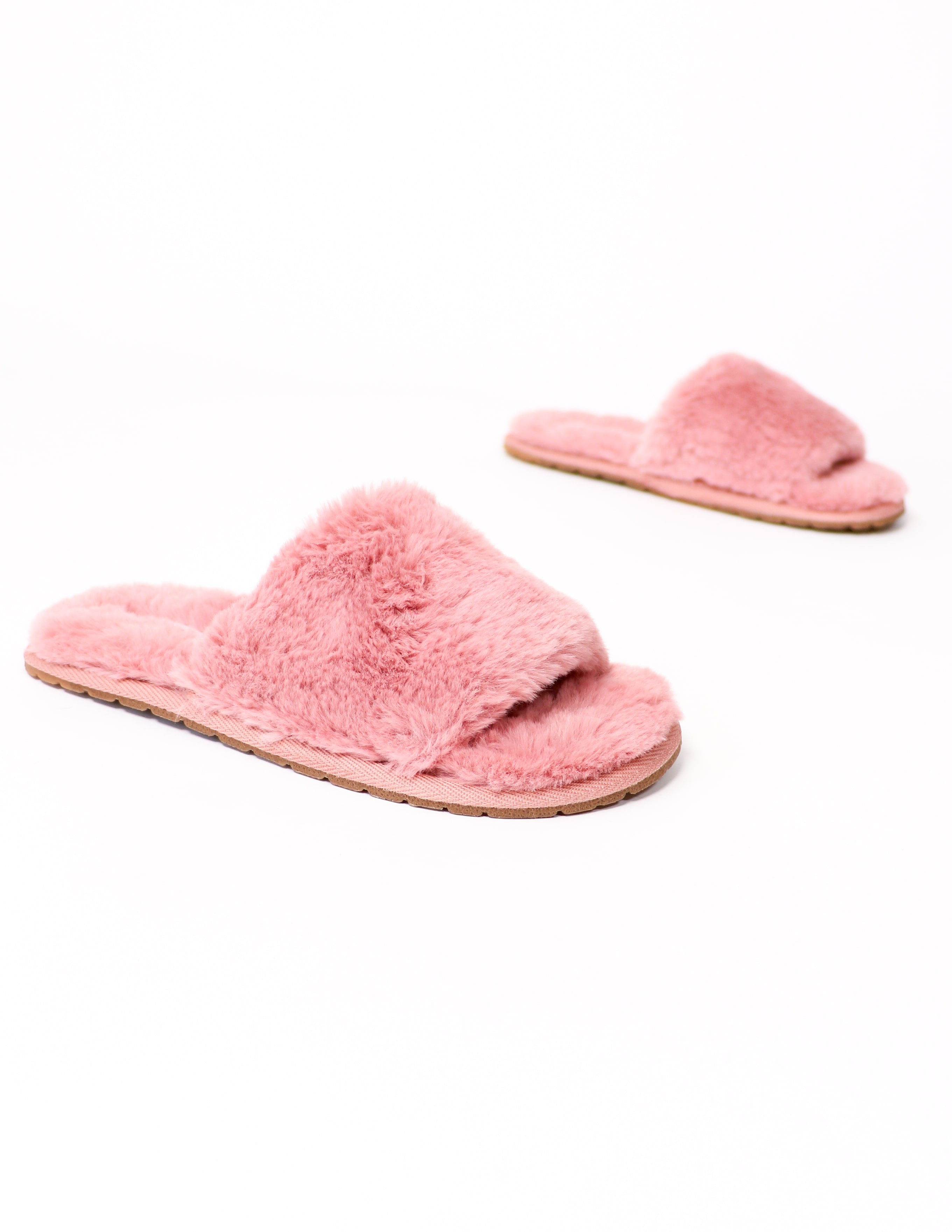 Mauve cozy for you slippers on white background - elle bleu shoes