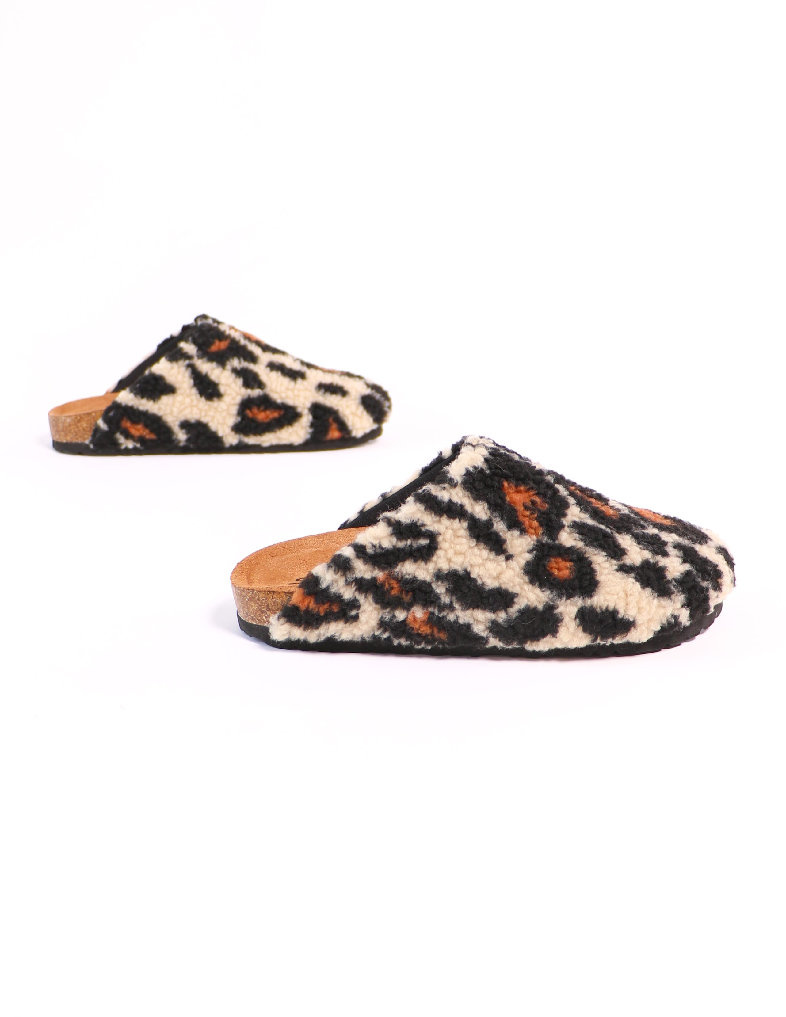 i'm teddy to go leopard clog on white background - elle bleu shoes