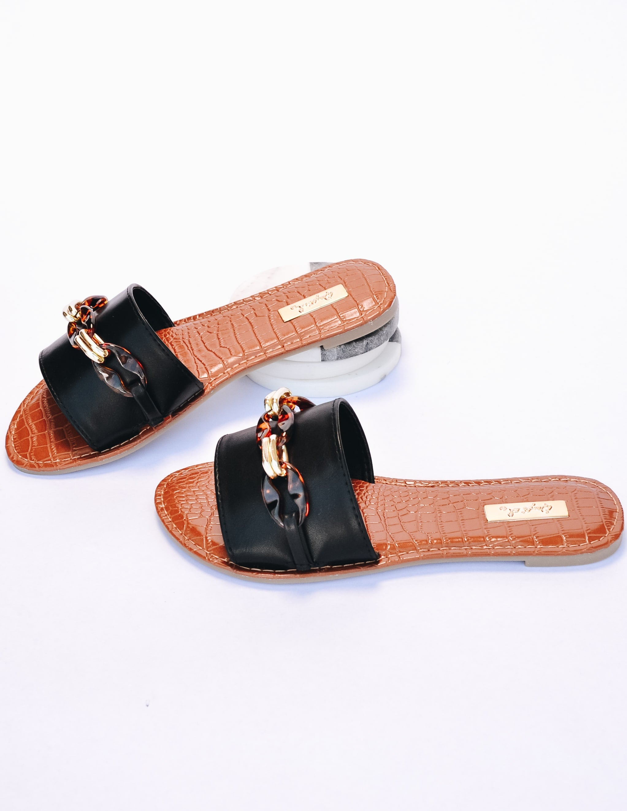 Black slide sandal with chain and tan croc insole - elle bleu