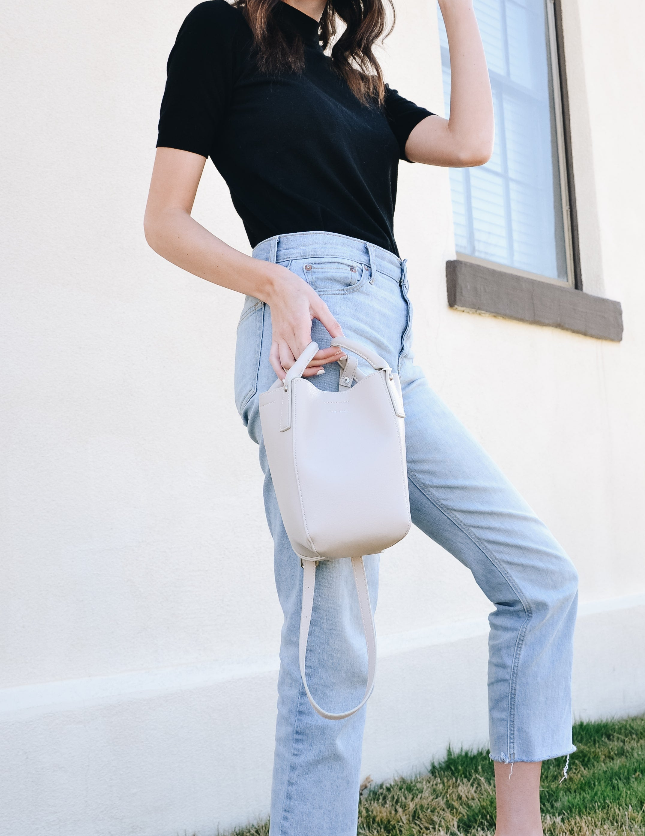 Model holding cloud leticia pixie mood bucket bag by handles