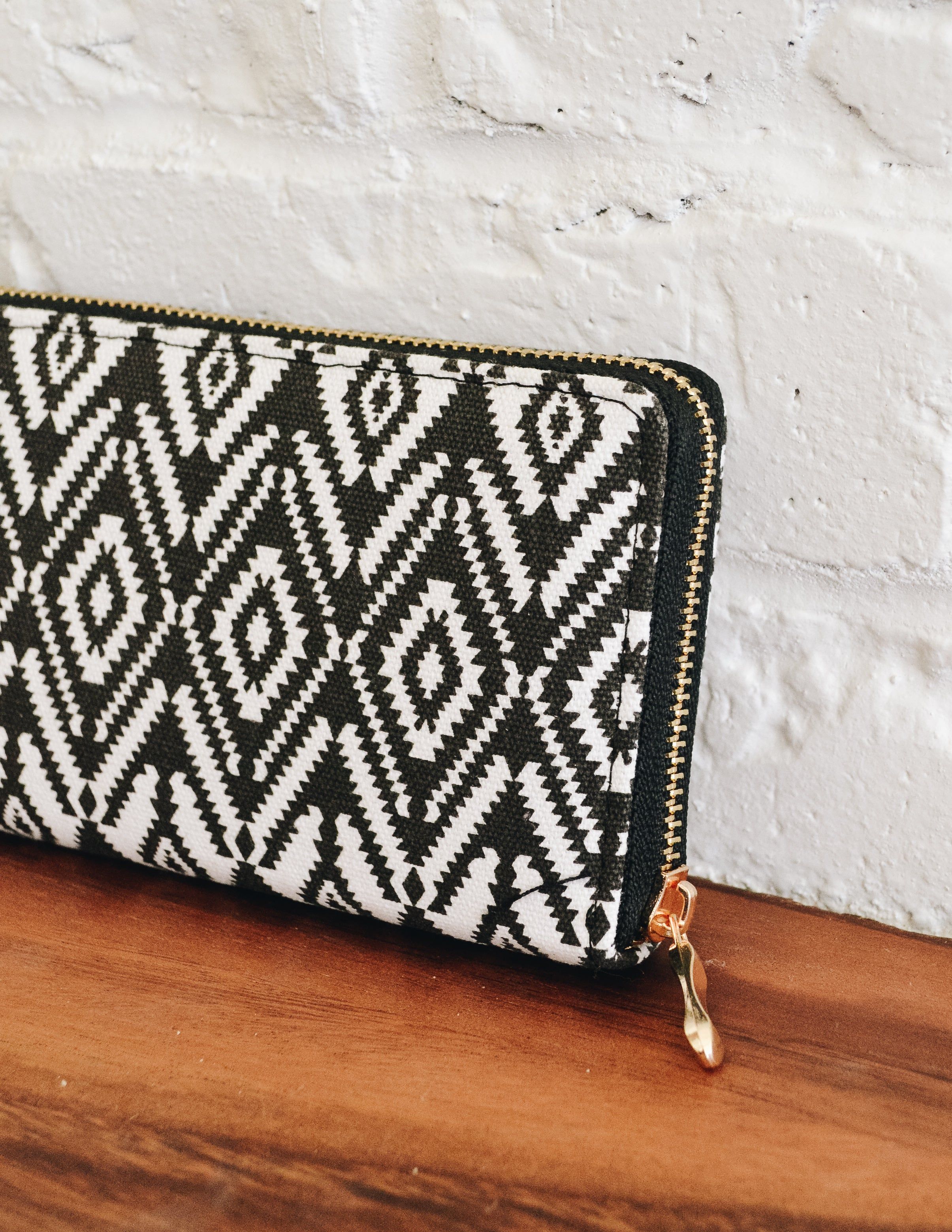 CHEVRON ZIPPER WALLET - BLACK - Elle Bleu Shoe Boutique